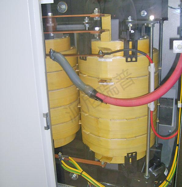 主电路包括整流和逆变电路,在传统晶闸管三项桥式整流和谐振逆变器的基础上进一步优化,在继承了传统电路成熟、易实现大功率的基础上进一步优化,开发出可控硅全控整流、逆变电路。 其特点为:1、实现电网电压波动补偿功能、增加抗干扰功能;2、克服工频电源效率低、 启动易失败的缺点;3、具有结构简单、噪音小、调试操作简单、维护方便的特点。 电源效率高,抗干扰能力强,噪音小,调试维护简单。